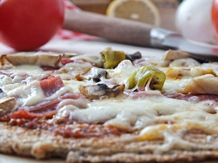Low Carb Pizza aus der Pfanne - glutenfrei und kohlenhydratarm. Ein absoluter Genuss.