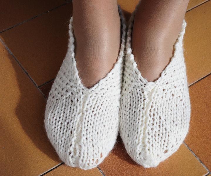 Wollen home-shoes handmade. Warmer.  Already in few days. Do not esitate to contact me.    Scarpe di lana per la casa fatte a mano.  Realizzabili in p
