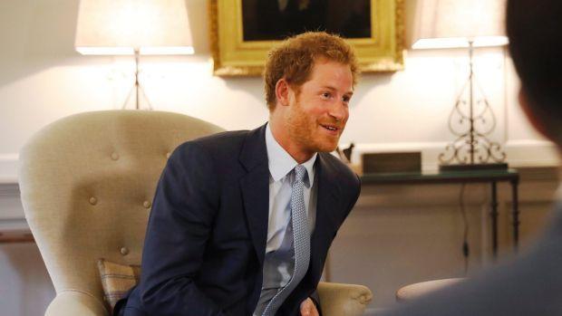 Pangeran Harry bertemu dengan ayah dari kekasihnya | PT Solid Gold Berjangka Cabang Jakarta Pangeran Harry diketahui menjalin hubungan dekat dengan Meghan Markle seorang aktris, yang membintangi Suits serial drama AS, sejak musim panas lalu. Meghan diduga telah mengunjungi Kensington Palace…