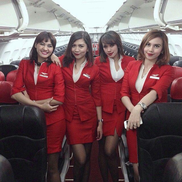 Air Asia stewardess crewfie @helidyasonta