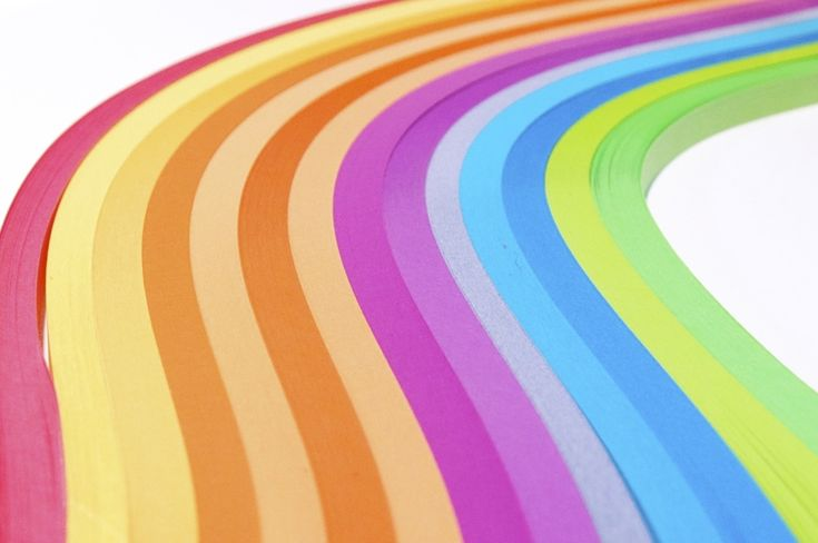 When it comes to quilling paper, we have options galore: hundreds of colors, creative finishes, gilded edges and more. But sometimes, cutting your own quilling paper is a better option. Find out what qualities to look for in paper before using it for quilling and how to slice it right.