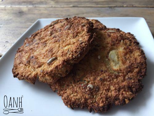 Deze bloemkool broodjes zijn voor mij een smaakvol alternatief voor een bammetje  Ik vind hem vullend en rijk van smaak, dus eet het broodje het liefst op zonder beleg ☺️ Ingrediënten 4 broodjes: …