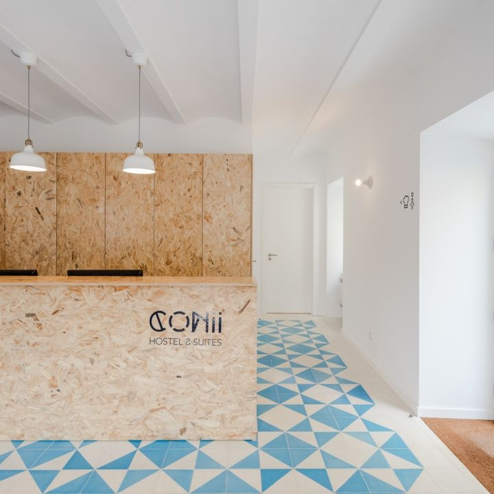 The wet areas finished with small tiles 10x10cm and an industrial wood panel OSB that is present in every space of the hostel, in furniture, flooring in bedrooms, the bunk beds, the kitchen and the wainscoting.