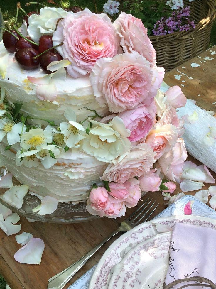 Una tavola romantica in giardino per festeggiare cose for Cose per giardino