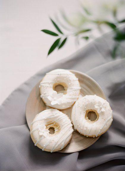 Donuts  Monochromatic wedding details   www.artiesestudios.com