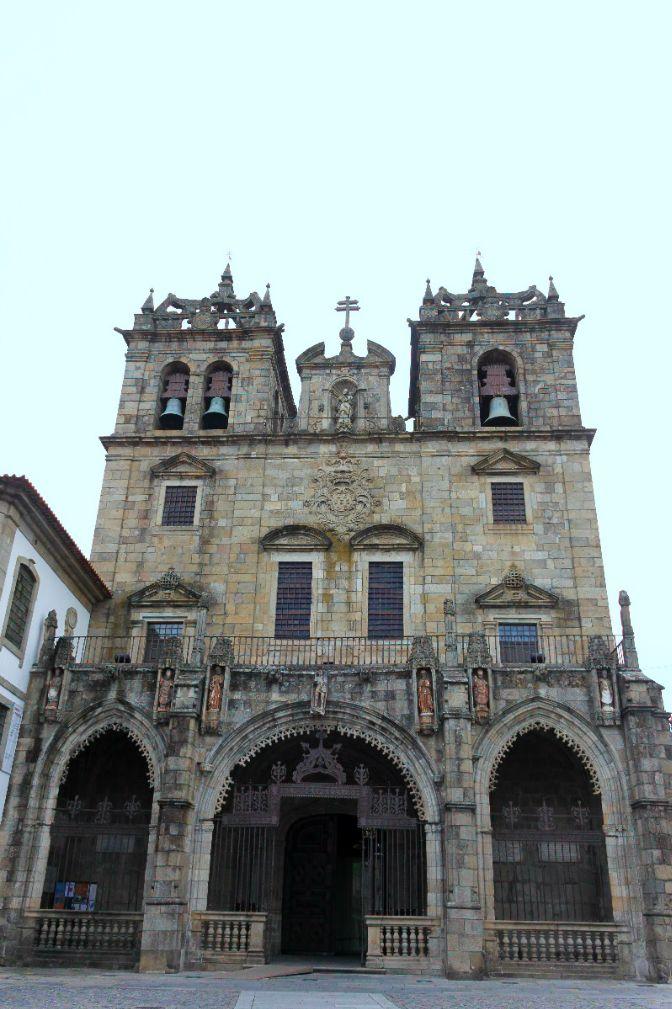 Um dos mais importantes templos românicos no país. A Sé de Braga, é ponto de passagem obrigatório