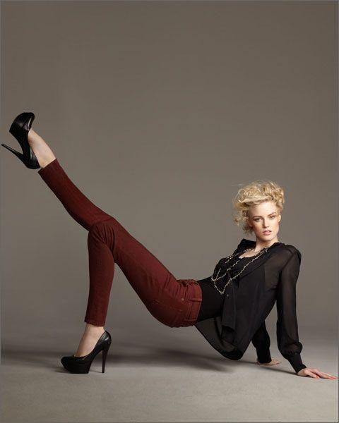 Цветные джинсы: с чем носить осенью?