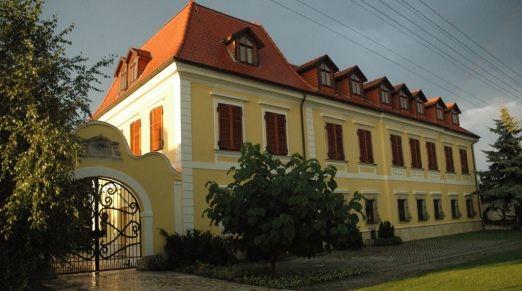 Castel Pension and Restaurant