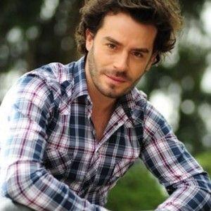 Juan Pablo Espinosa es el presentador de Idol Colombia de RCN