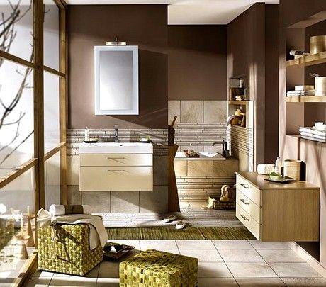 +: cores + decoração tornam o banheiro aconchegante.