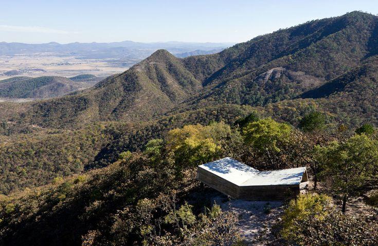 MIRADOR LAS CRUCES, TALPA (JALISCO, MÉXICO) / ELEMENTAL. Otro mirador de la ruta peregrina de Jalisco, esta vez proyectado por el estudio ch...
