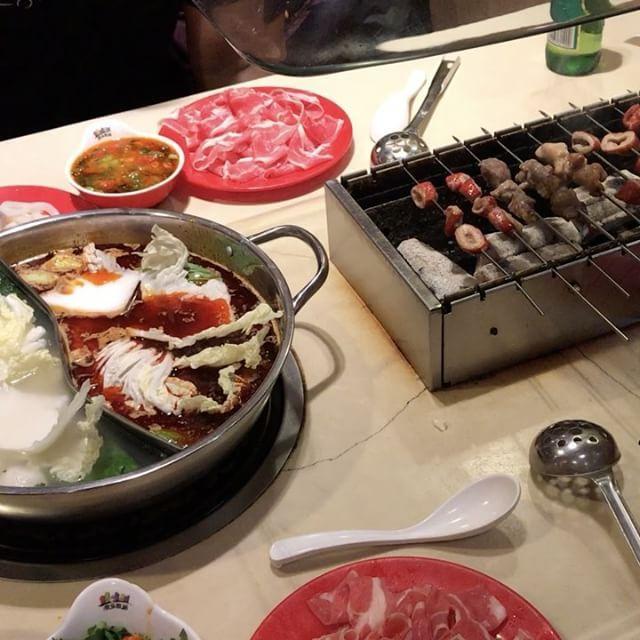 양꼬치앤칭따오 핫폿이 동시에!! 심지어 부페!! Im in heaven �� • • #hotpot #skewers #chinesecuisine #beef #seafood #spicy #buffet #vacation #holiday #foodtrip #brisbane #australia #핫폿 #양꼬치 #칭따오 #부페 #맵다 #소고기 #해물 #먹방투어 #브리즈번 #호주 http://w3food.com/ipost/1520676334580521751/?code=BUahxHFA9sX
