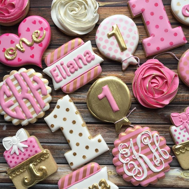 Pink and white and gold for Eliana's first birthday! #decoratedcookies #customcookies #royalicing #cookies #cookiesofinstagram #birthdaycookies