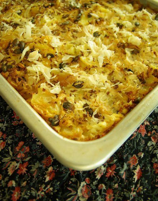 Mindennapi ételeink: Savanyú káposztás-gabonakolbászos rakott krumpli