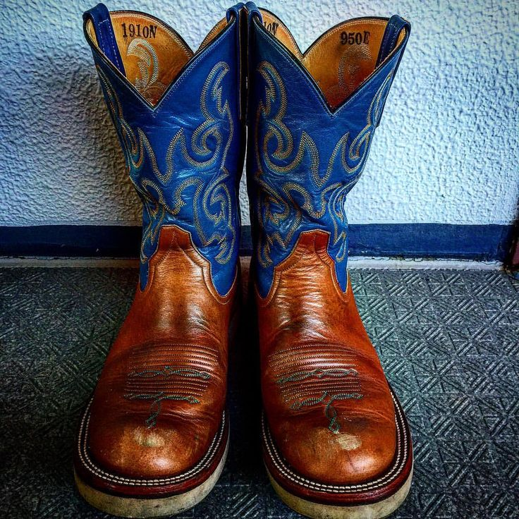 Rios of mercedes Whisky✨ 約半年着用、ようやく少しエイジングしてきたでもそろそろヒール交換出さなきゃなー #福禄寿#福禄寿の輪#riosofmercedes#リオスオブメルセデス#Riosの輪#whiskydependence#ローパーブーツ#馬革倶楽部#horsebutt#ウエスタンブーツ#アメカジ#経年変化#エイジング#ブーツリペア#ブーツ修理#ツーブー倶楽部#ファッション#お洒落