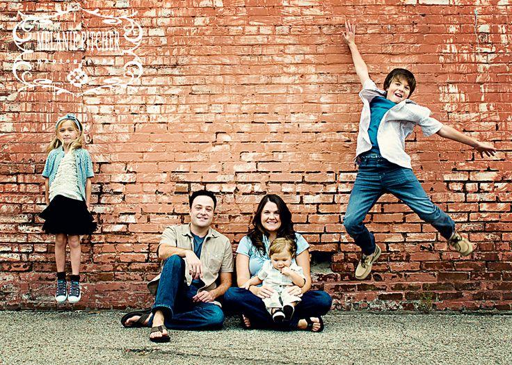 ... Family Photo Poses , Family Photo Ideas , Family Of 5 Photo Pose Ideas: jumping
