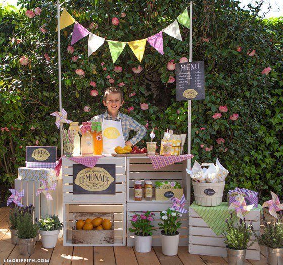 Lemonde_Stand_Party_Shop_Keeper1-560x526