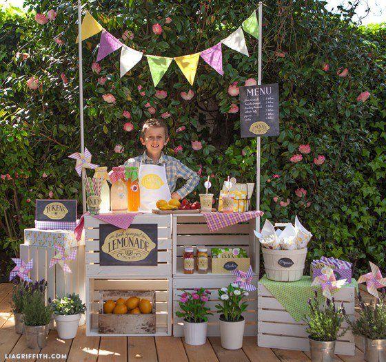 Lemonde_Stand_Party_Shop_Keeper1-560x526