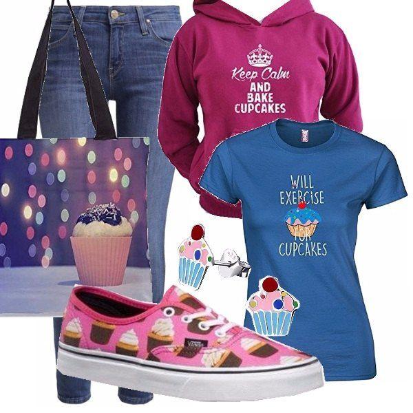 Outfit divertente dedicato alla mania del momento: le cupcakes! Il look è sportivo e tutto parla di cupcakes, dalla maglia alle scarpe. Originali gli orecchini a forma di cupcake, troppo carini! Look perfetto per le giovanissime ma non solo.
