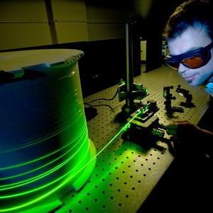 KeSimpulan | Laporan Penelitian: Cahaya Mendekati Kecepatan Tak Terbatas