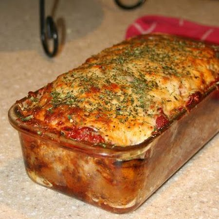 This parmesan meatloaf recipe is gluten free, so everyone can enjoy the deliciousness! #glutenfree #dinner
