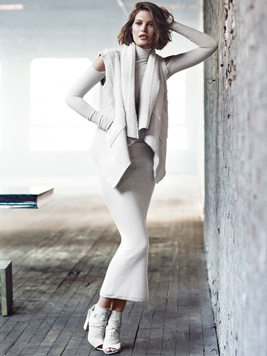 Resort in the City – Catherine McNeil is back once again as the face of Donna Karan, appearing in the label's resort 2014 advertising campaign. The Australian model poses for Lachlan Bailey in the advertisements and a cashmere mailer for the season. With the backdrop of a New York City skyline, Catherine looks ever the...[Read More]