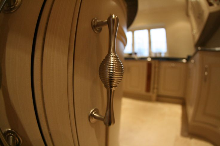 Long style handle for kitchen cabinets