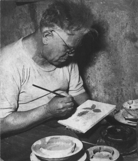 la storia centenaria della famiglia Francesco De Maio  #Historyof #ceramicafrancescodemaio  Tre secoli di esperienza e di eccellenza, tramandati di generazione in generazione dalla famiglia De Maio-Cassetta. https://www.facebook.com/vietri-ceramic-group-1132337140128573/?fref=ts