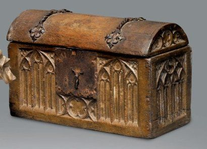 Gothic dome lidded box