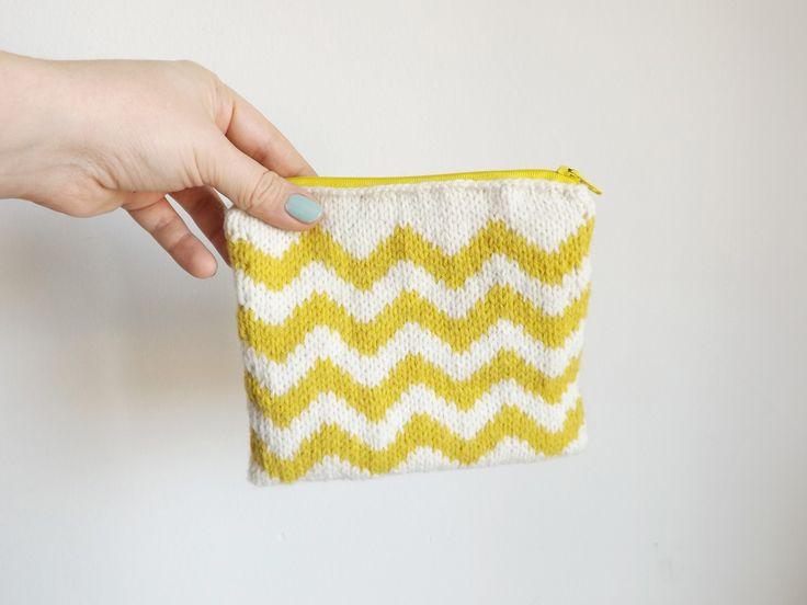 BUSTINE GRAFICHE | Chevron giallo - astuccio portatutto lavorato a maglia made in dolcedormireknitwear