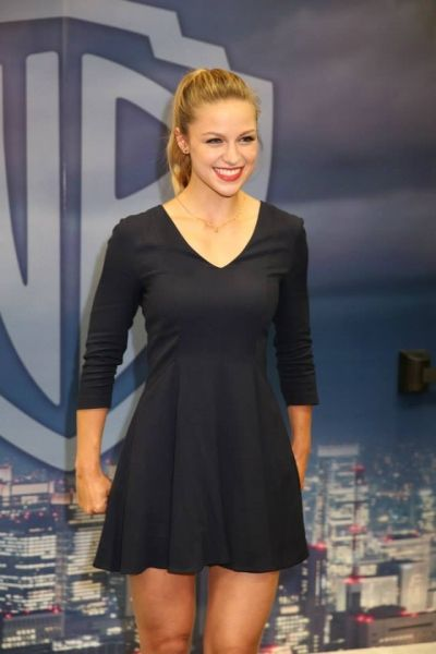 Melissa Benoist - Autograph Session of Warner Bros. at Comic-Con 2015