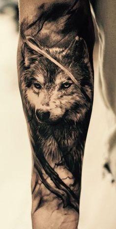 10 Unterarm Tattoo Ideen für Männer (Wie halbe Hülsen eingefärbt bekommen und stilvoll aussehen)