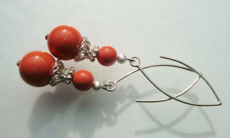 Oorbellen Coral Swarovski mooie kleur swarovski parels met lange strakke oorhaken. geheel zilver.