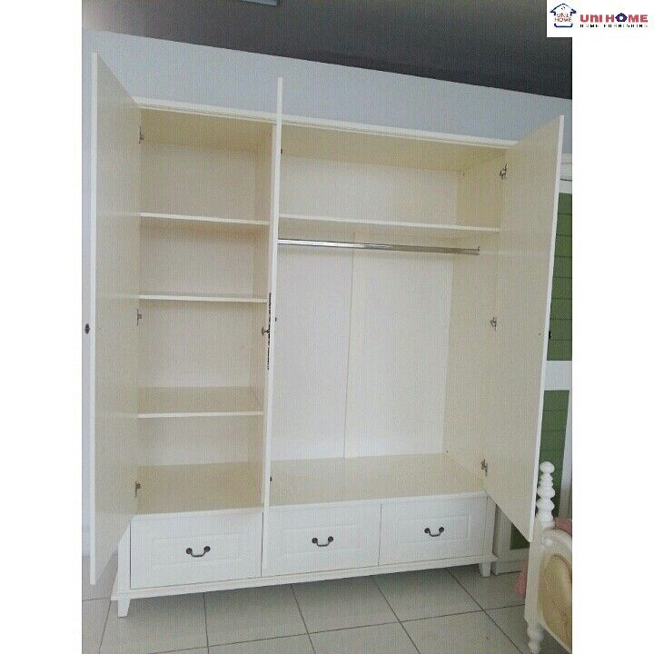 A beautiful wardrobe to suit your every need! The finish is super smooth and the cravings are perfectly done so you can be sure of #QualityAboveAll !  CODE: Wardrobe Queen 3door (Q-133)  Ready Stock