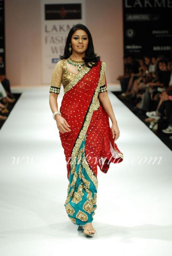 Singer Sunidhi Chauhan walks the ramp for designers Shyamal & Bhumika.