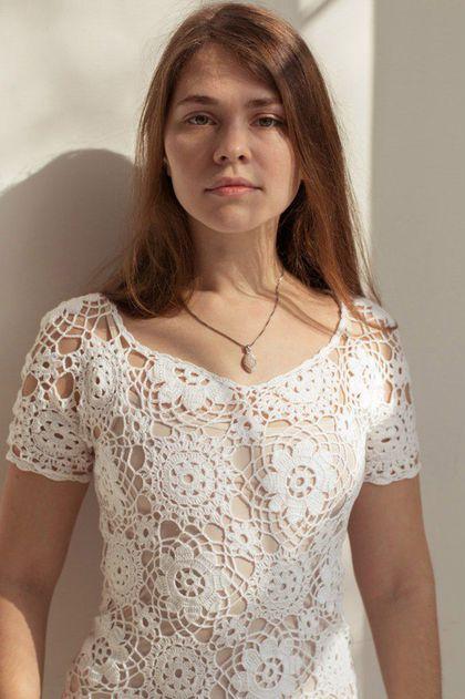 Купить или заказать Платье 'Весенний день' в интернет-магазине на Ярмарке Мастеров. Ажурное летнее платье. Связано крючком из отдельных мотивов. Подойдет стройным девушкам, стремящимся подчеркнуть привлекательность фигуры. На фото платье с подкладкой - тонкая сорочка телесного цвета. Сорочка из магазина 'Intimissimi', телесного цвета, размер S, тонкая и приятная к телу, подойдёт и к другим вязаным ажурным платьям. Платье продам вместе с этой сорочкой.