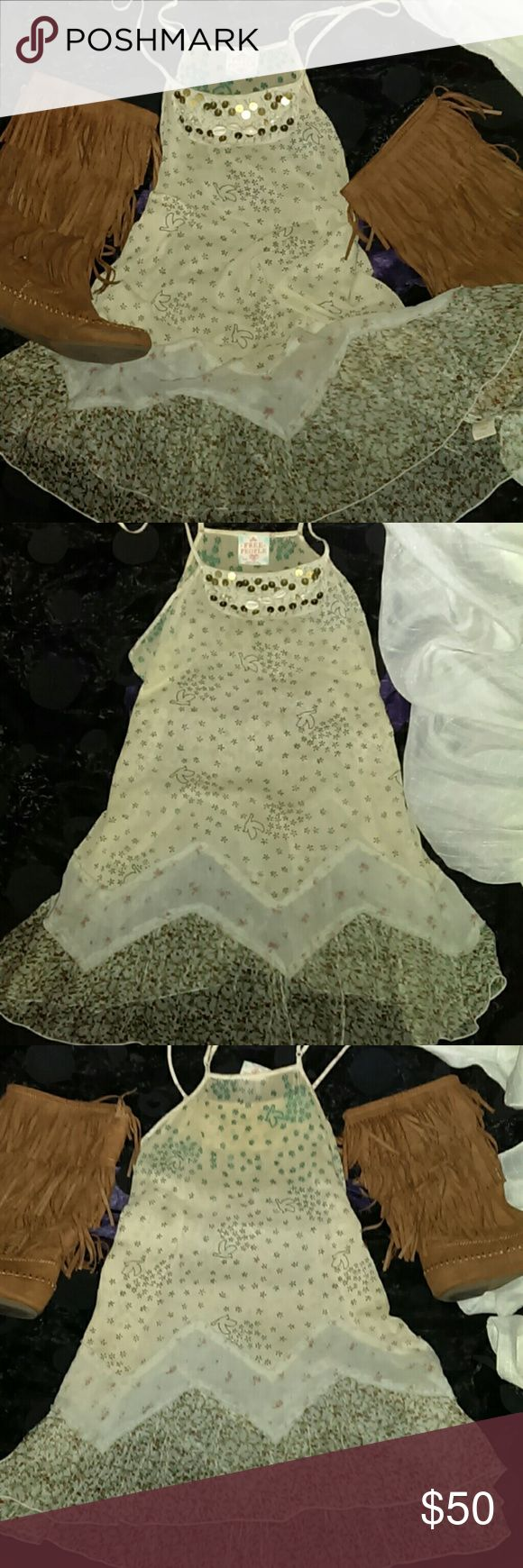 FREE PEOPLE BABY DOLL TOP Free People Babydoll top/hippie boho top size medium super cute great condition very beautiful.no trades price firm only trusted buyers No returns all sales final Free People Tops