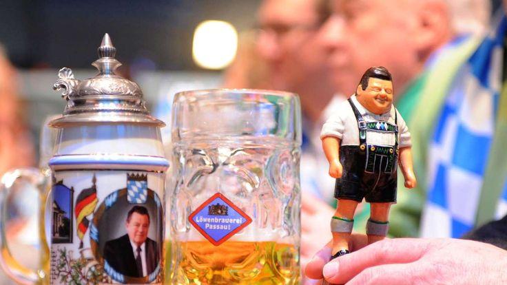 München - In Bayern ist ein heftiger Streit um das Gedenken an Franz Josef Straußentbrannt. Die Opposition im Landtag boykottiert den Staatsempfang zum 100. Geburtstag des 1988 gestorbenen langjährigen Ministerpräsidenten.