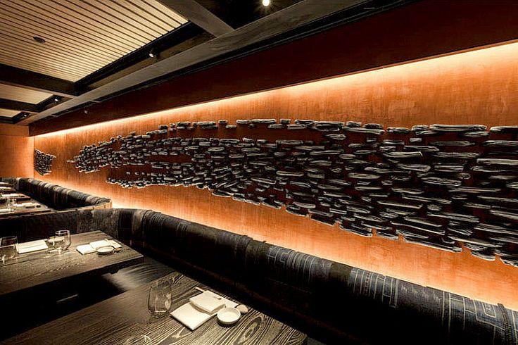 Во время дизайна нового ресторана Nobu Downtown в Нью-Йорке, канадский керамический художник Паскаль Жирардин(Pascale Girardin) создал три превосходные художественные инсталляции, которые придали неповторимый и уникальный вид интерьеру этого ресторана.  #венецианскаяштук