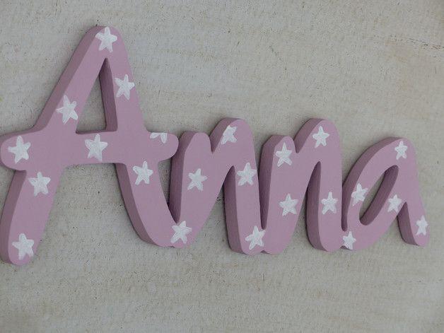 Türschild, Schriftzug aus Holz für Klein und Groß in Eurer *Wunschfarbe* mit Sternen für das Kinderzimmer. Anna wurde in ALTROSA mit weißen Sternen bemalt. Eine Befestigung mit Tesa Powerstrips...