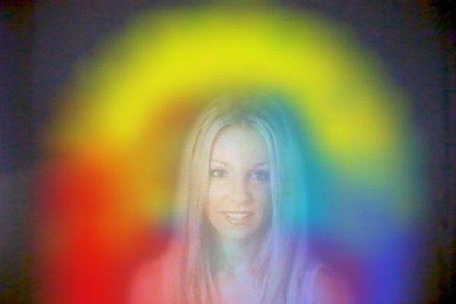 Ha a csakrák az emberi testen belüli energiarendszert jelölik, addig az aura az energiatér, amely minden dolgot körülvesz. Az egészséges ember aurája...