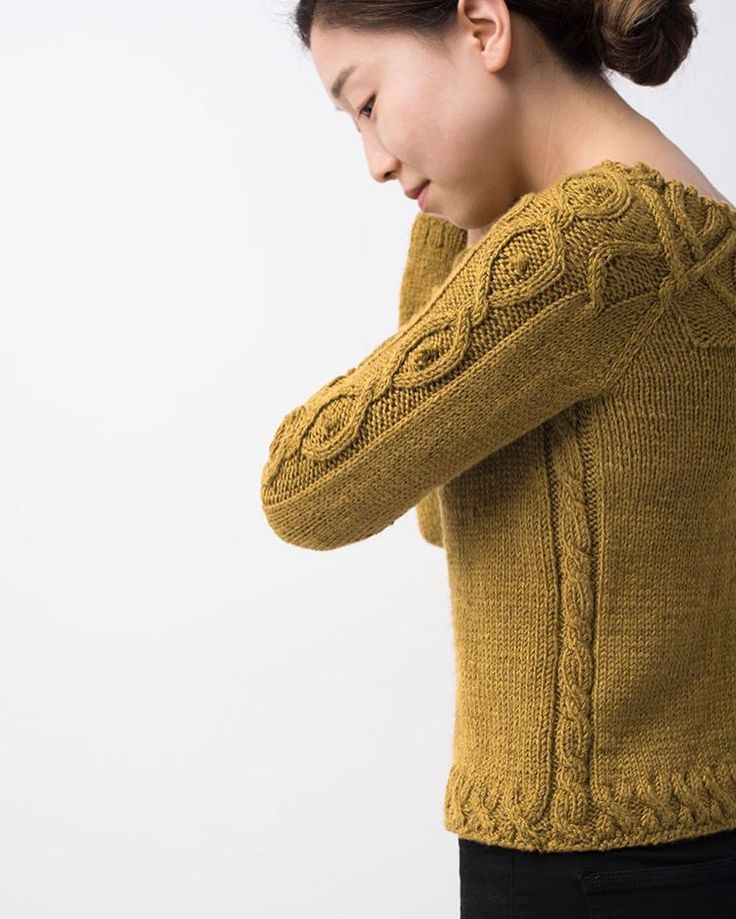 Kitra | Knit in Dune & Staccato