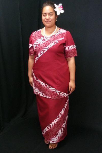 Maroon puletasi with stylized white frangipani ... and an orchid sei :)