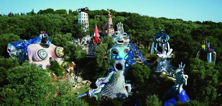 Vue du jardin des tarots capalbio toscane italie niki for Jardin de toscane