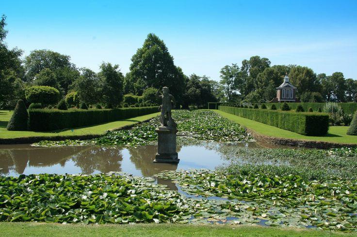 Первые камни сада Вестбери – Корт в графстве Глостершир заложили еще в конце 17-го века. Пока он остается единственным отреставрированным садом в голландском стиле.