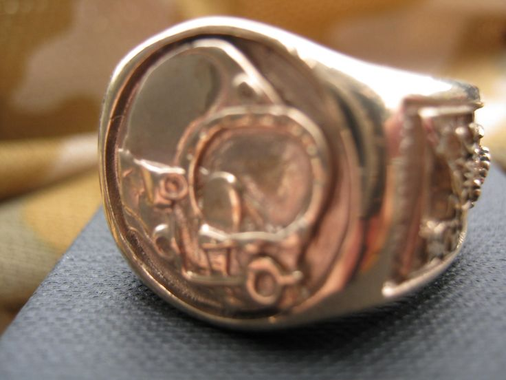 Kerby Morgan 18B Centre Peace of the Divers Signet Ring.