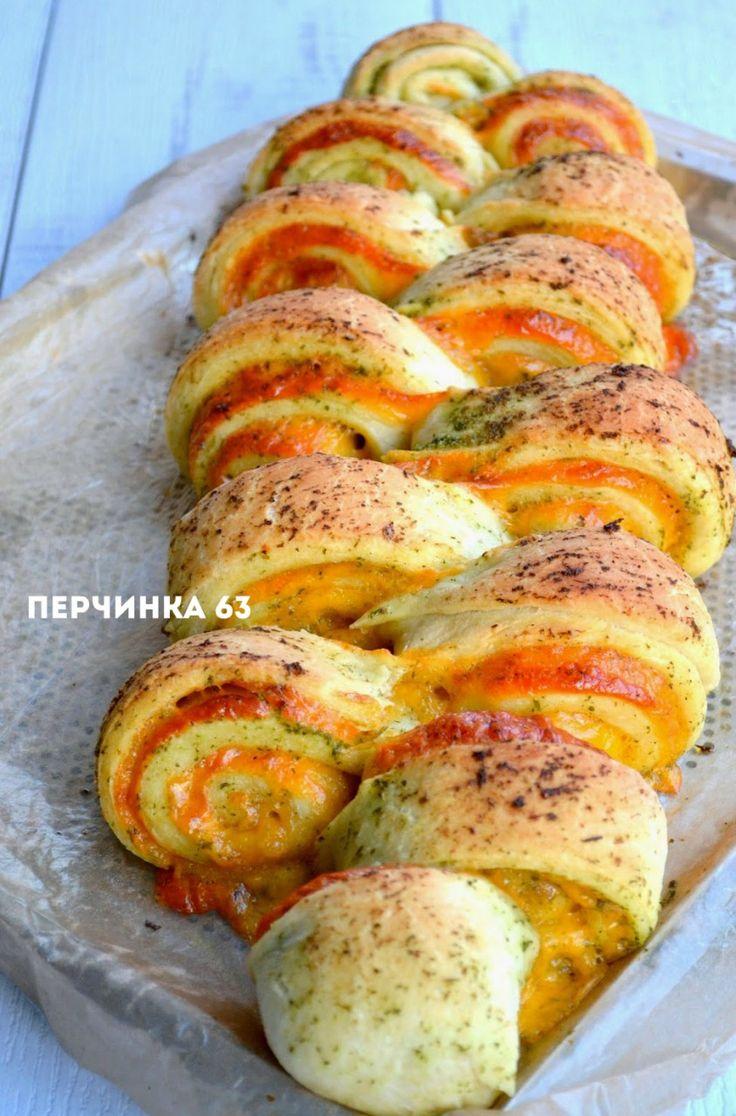 Люблю итальянские рецепты выпечки за ароматные травы и специи,которые щедро присутствуют в любом рецепте.А еще мне нравится вкус расплавленных горячих сыров ,которые щедро режутся или трутся в тесто.…
