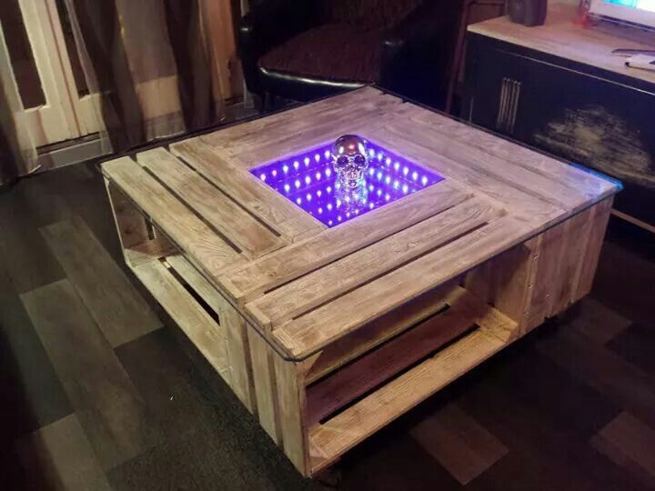 Table basse palette avec lumi re led id es pour - Table de salon avec palette ...