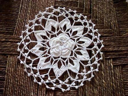 Patroon hier: http://www.craftbits.com/project/lotus-flower-bag