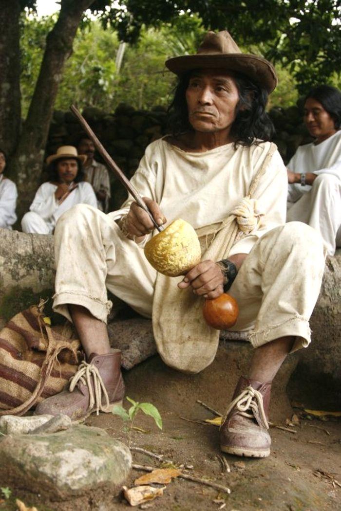 """Tradición de los indígenas """"poporo"""" magictourcolombia.com #wetakeyouthere"""